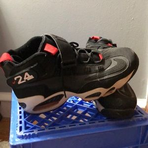 138cd7e221b8 Ken Griffey s Max 1 Red and Black